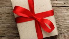 Có thể bị lây nhiễm HIV qua đồ được tặng khi mua hàng hay không ?