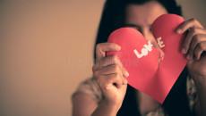 người yêu lạnh nhạt, không thể cải thiện, lời nói phũ phàng, cử chỉ yêu thương, coi thường bạn gái, không tôn trọng