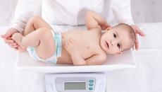 Điều gì khiến trẻ sơ sinh tăng cân chậm dù sữa mẹ rất nhiều ?