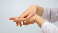 Thường xuyên bị tê bì chân tay là mắc bệnh gì