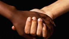 khác tôn giáo, cả gia đình phản đổi, rất buồn, ngăn cản kết hôn