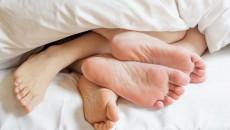 Ra máu và đau bụng sau quan hệ có phải do bị thủng cùng đồ?