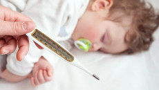 Dùng thuốc gì để trẻ không bị sốt co giật trở lại???