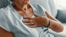 """Một bên ngực vẫn còn """"trái chàm"""" dù đã ở tuổi 60!"""