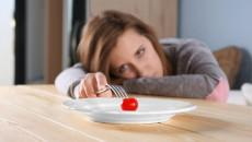 """Đầy bụng, chán ăn sau """"chuyện đó"""" 6 ngày có thể là do mang thai?"""