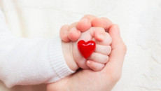 Bệnh tim bẩm sinh có thể di truyền từ cha mẹ không?