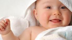 Trẻ bốn tháng tuổi chưa biết lật có là bất thường?