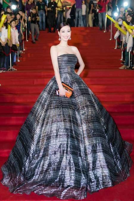 Khánh My chọn một sáng tạo của Chung Thanh Phong để trở thành nàng công chúa tỏa sáng lộng lẫy