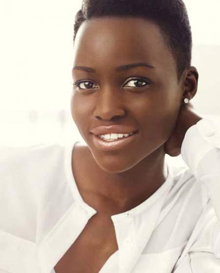 Lupita Nyong'O thích dùng các loại dầu dưỡng để làm đẹp da.