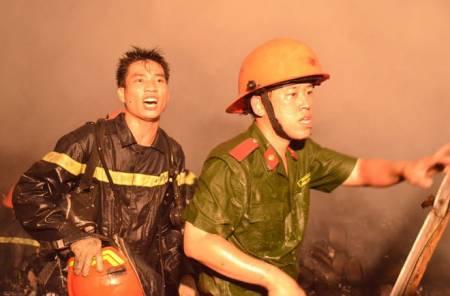 Chuyện những người lính cứu hỏa, con nhỏ gào khóc trong đám cháy , tin nóng xã hội