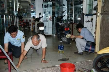 Phạm Hương, khai trương quán trà sữa, bị ném mắm tôm, bị ném sơn đen, cua so tinh yeu