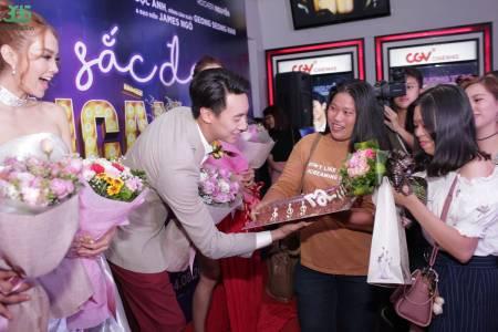 Rocker Nguyễn, được fan tổ chức sinh nhật, họp báo ra mắt phim, Sắc Đẹp Ngàn Cân, cua so tinh yeu