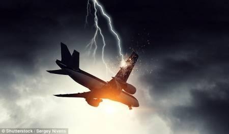 sét đánh, máy bay hàng không, chuyện lạ thế giới, cua so tinh yeu