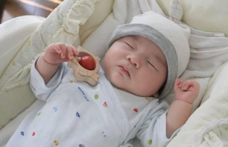 Trẻ 3 tháng tuổi, giấc ngủ, 3 tháng tuổi, giấc ngủ của trẻ 3 tháng tuổi, trẻ 3 tháng tuổi ngủ bao nhiêu, cua so tinh yeu