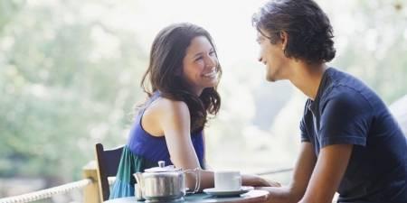 tình yêu, cử chỉ phụ nữ, cử chỉ tình yêu, quan tâm chàng, chăm sóc chàng, cua so tinh yeu