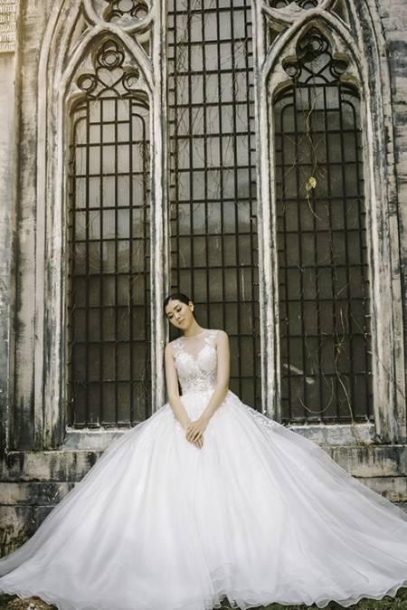 váy cưới, váy cưới trắng tinh khiết, váy cưới illusion, cua so tinh yeu