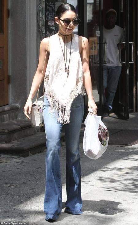 Bell Bottoms, Bella Hadid, Selena Gomez, quần ống loe, cua so tinh yeu