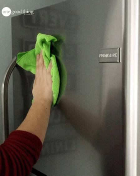 làm sạch đồ gia dụng bằng thép không gỉ, mẹo dọn nhà, làm sạch tủ lạnh, lau dọn đồ dùng, chia sẻ mẹo vặt, cua so tinh yeu
