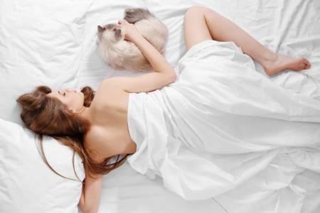 sống khỏe, lợi ích tuyệt vời, ngủ không mặc gì, giảm cân, trẻ lâu, cua so tinh yeu