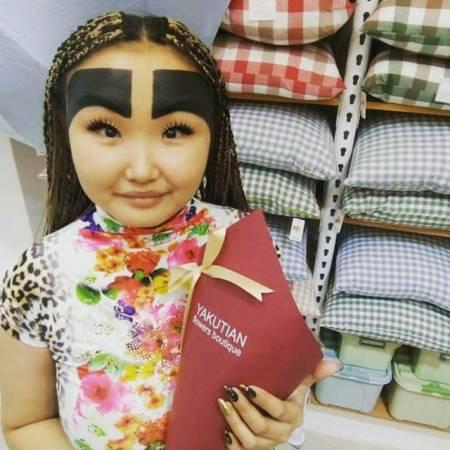 lông mày kinh dị, blogger thời trang, mạng xã hội, cua so tinh yeu