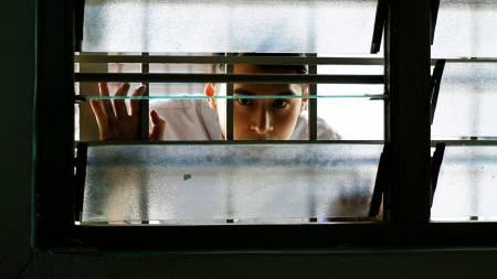 Bí Mật Nhà Ma (2018), Phim kinh dị, Điện ảnh Hồng Kông, nhà ma ám, căn hộ cao cấp, âm mưu giết người, phim cổ trang, Đệ nhất mỹ nhân, màn ảnh rộng, diễn viên tài năng, Trần Gia Lạc, cua so tinh yeu