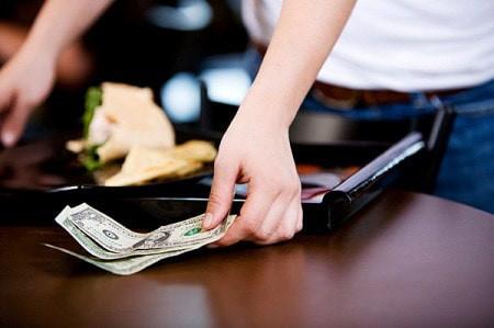 Bất ngờ, bo 500 USD, người bồi bàn, bất ngờ, cửa sổ tình yêu.