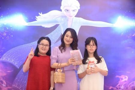 gia đình, ra mắt phim, Frozen 2, bạn đồng hành thân thiết, cua so tinh yeu