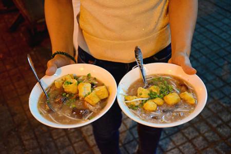 Những quán cháo lòng dân dã, đông nghịt khách, Sài Gòn, cua so tinh yeu