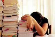 cha mẹ ép học, sắp thi đại học, khoe học giỏi, áp lực thi cử, mệt mỏi, bố mẹ không thấu hiểu, chán nản