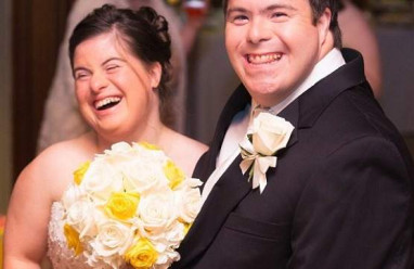 vấn đề sức khỏe , chồng mới cưới , hội chứng Down , cô dâu xinh đẹp , tiệc sinh nhật , lời cầu hôn , bức thư xúc động , bố viết tặng con gái bị down trong ngày cưới của con