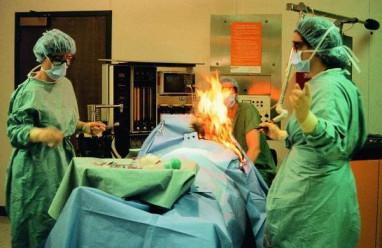 chuyện lạ , bác sĩ , bác sĩ phẫu thuật , tai nạn hy hữu