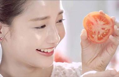 cà chua  ,   mặt nạ cà chua ,    dưỡng trắng da  ,   tẩy tế bào chết   ,  làm mờ vết thâm ,   trị mụn