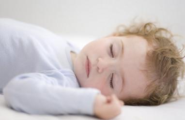 trẻ sơ sinh, thông minh, cử động, mới lọt lòng, ngủ đủ, giấc ngủ