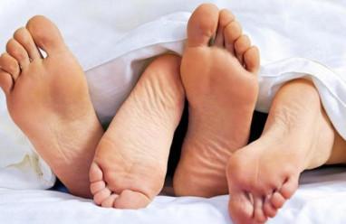 Quan hệ sau sinh bị ra máu có sao không?