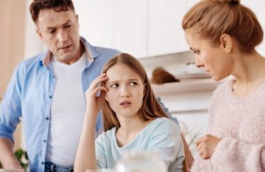 lấy chồng xa, bố mẹ ngăn cản, các chị đã lấy chồng xa, nên phải ở nhà, phụng dưỡng cha mẹ
