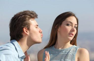 lần đầu hẹn hò, đòi hôn, từ chối, nghi ngờ, muốn gần gũi, bị coi là dễ dãi