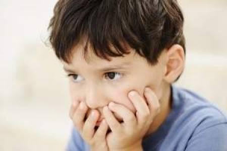rối loạn lo âu ở trẻ, sợ hãi quá mức, nguyên nhân rối loạn lo âu, các dấu hiệu, biện pháp điều trị, điều trị rối loạn lo âu, chứng rối loạn lo âu, trẻ lo âu