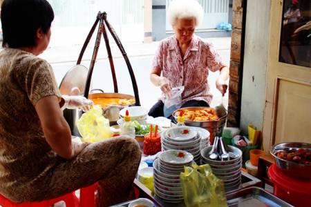 bánh canh nguyễn phi khanh, xôi mặn nguyễn trãi, vịt hẻm 281 lê văn sỹ, quán bán hết hàng nhanh, quán bán hàng tốc độ nhanh, ăn cả thế giới, món ngon phải thử, quán xá sài gòn, ẩm thực sài gòn, món ăn ngon, địa điểm ăn uống, cua so tinh yeu