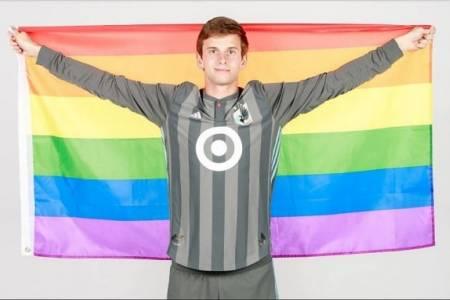 bóng đá Việt Nam, đội tuyển bóng đá quốc gia việt nam, tin tức bóng đá, lgbt, cộng đồng LGBT Việt, VTV6, gay công an, tìm bạn gay đồng tính, Collin Martin, cua so tinh yeu