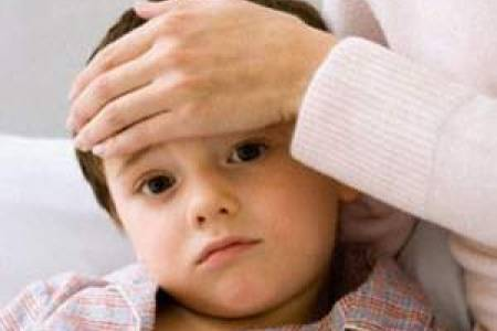 bé sốt cao, bé bị co giật, bé ốm, chăm sóc bé ốm