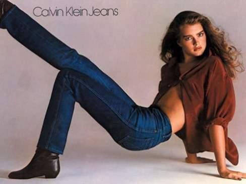 Cùng với Ralph Lauren, Calvin Klein là nhà tạo mốt tiên phong trong việc lăng xê quần jeans.