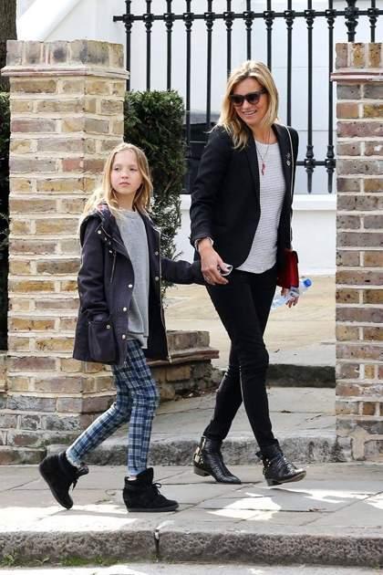 Kate Moss đứng đầu danh sách các sao làm mẹ mặc đẹp