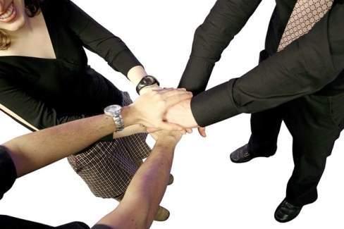 bí kíp văn phòng, quan niệm sai lầm, tạo dựng quan hệ, mánh khóe, người nổi tiếng, thành công, chăm chỉ, làm việc