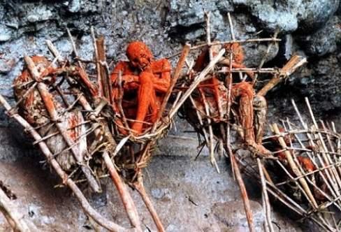 chuyện lạ, bộ tộc, người chết, ướp xác, thi thể, tổ tiên, nghi lễ, phân hủy cơ thể, xác ướp