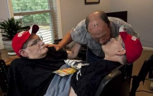 sinh đôi dính liền, song sinh, sống lâu, Ronnie , Donnie, xiếc, chia sẻ, sinh nhật tuổi 63