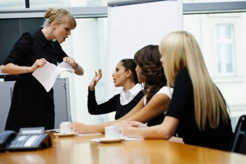 sếp, nhân viên, sếp tồi, người quản lý, kiểm soát, công việc, dấu hiệu, hậu quả, môi trường làm việc