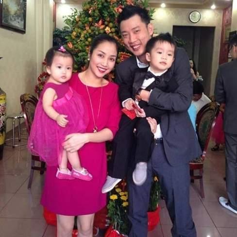 Ốc Thanh Vân cùng chồng và hai thiên thần nhỏ của gia đình.