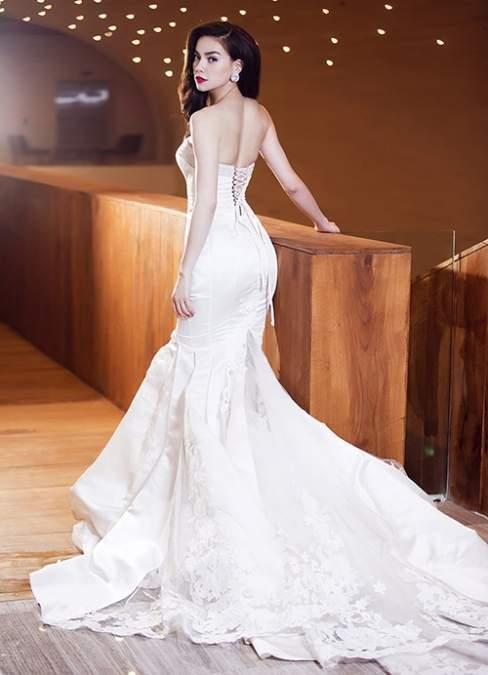 Hồ Ngọc Hà lộng lẫy trong một thiết kế váy cưới