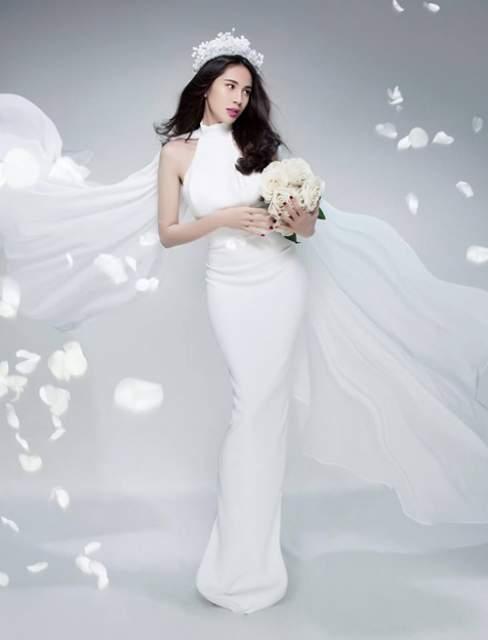 Ca sĩ Thủy Thiên xuất hiện như một bà hoàng với váy dạ hội trắng