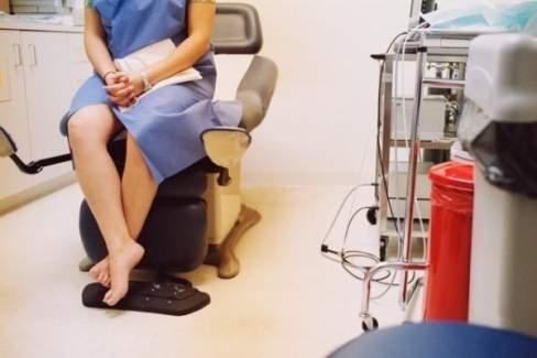 phụ nữ, đau vùng kín, khô âm đạo, lây truyền qua đường quan hệ tình dục, trùng nấm men